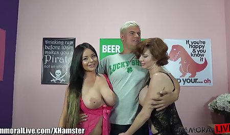 Jesse dan malu bokep janda mandi untuk bermain game lesbian nakal